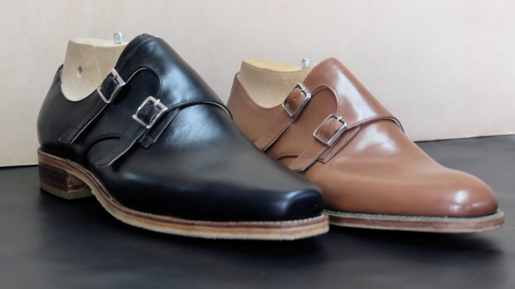 Fényesen csillogó bőrcipő