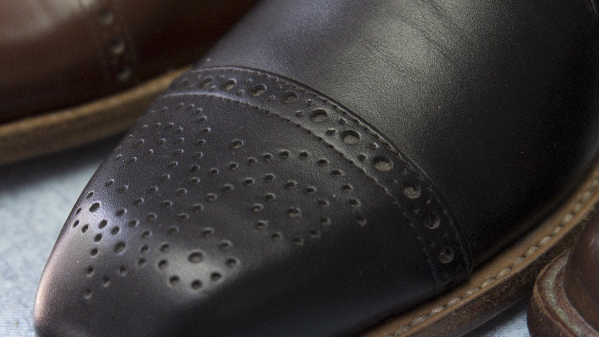 Mintázott bőrcipő