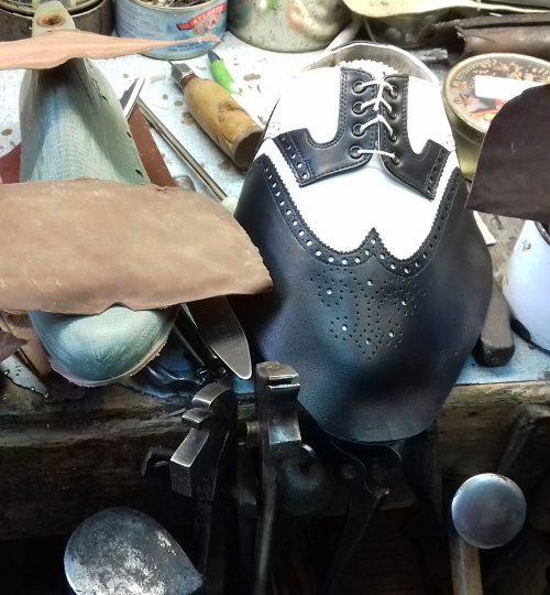 Félig kész bőrcipő